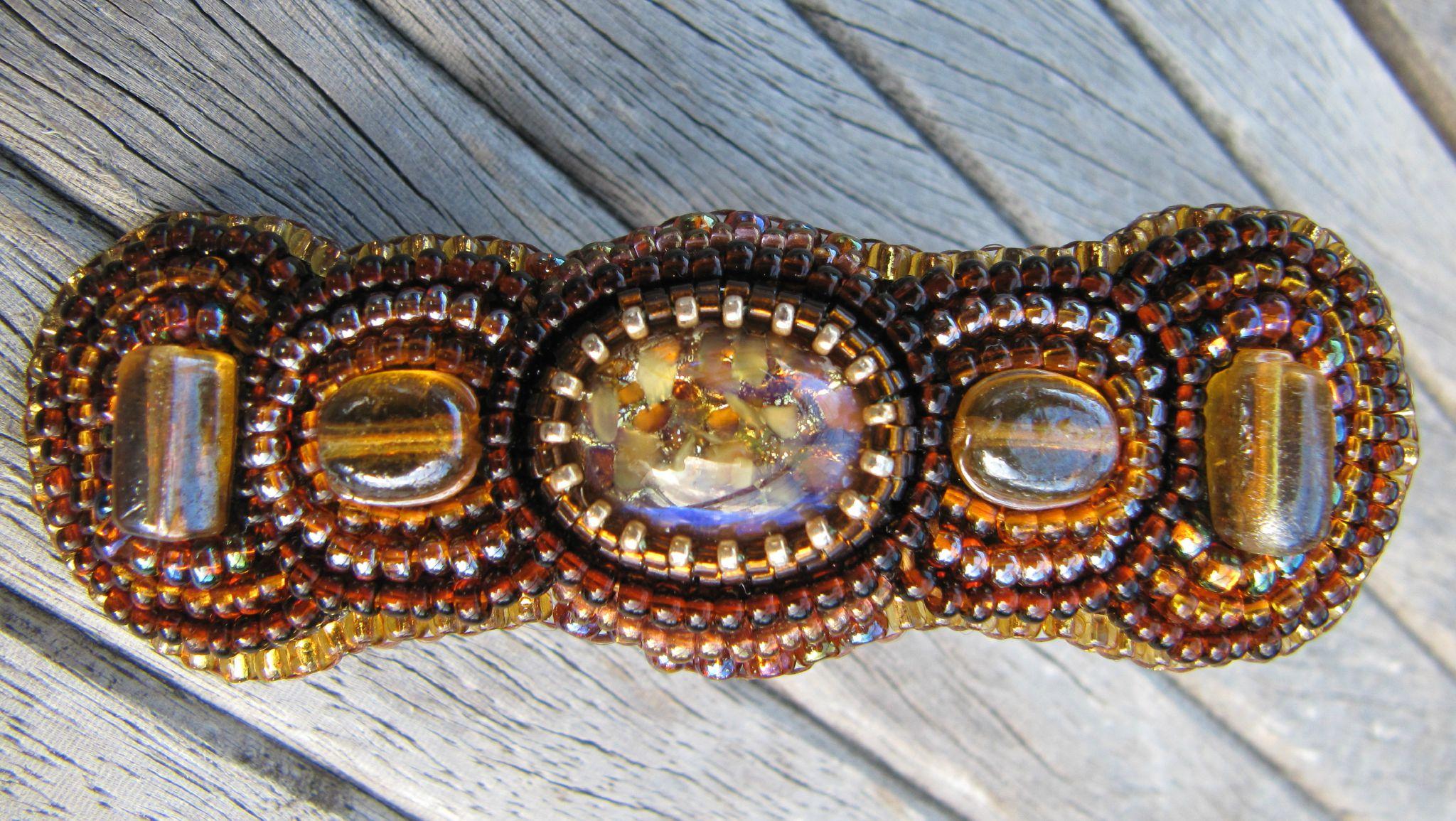 barrette brodée ambrée