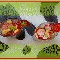 Verrine aux pommes, radis et basilic, vinaigrette à la fraise