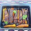 Travers de porc confit à l'orange, carottes et pruneaux