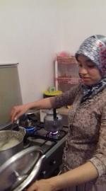 Farah surveille la cuisson