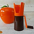 Objet vintage ... moulin a persil * orange & chocolat