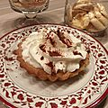 Tartelettes sablage noisette et sa garniture poire passion recouverte de chantilly au citron !