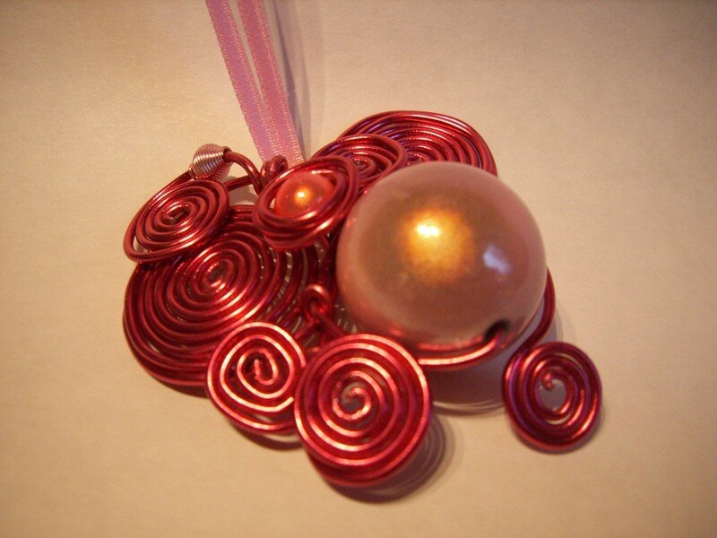 Collier rose 24 €