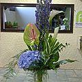 Bouquet sur structure en bois Aconite, Hortensia bleu