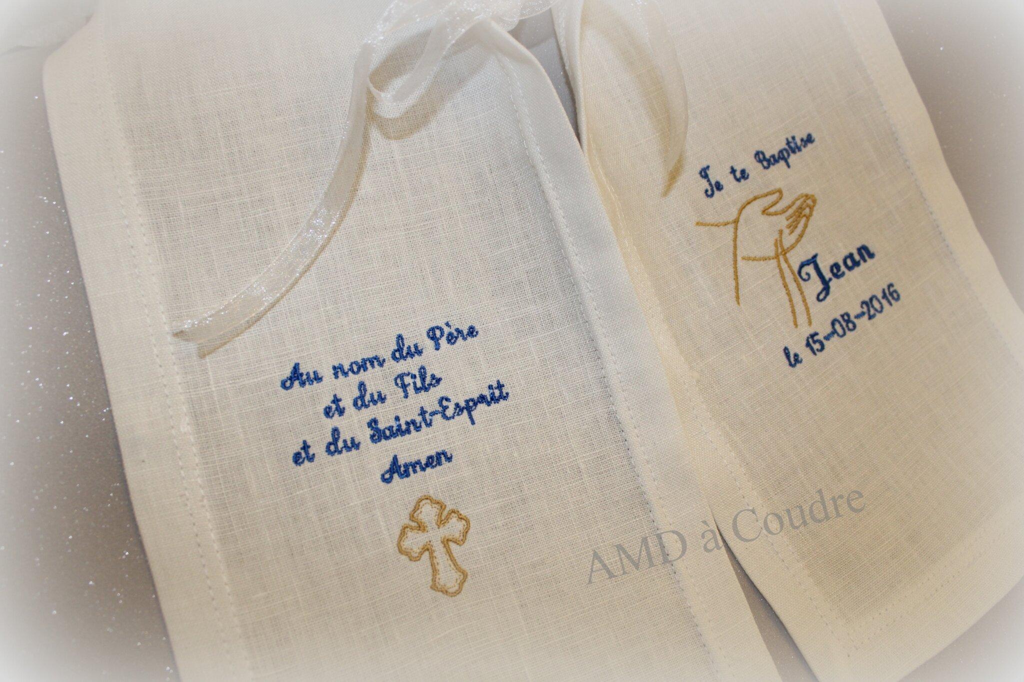 Ensemble de baptisé : l'étole personnalisée symbole liturgique de l'eau, je te baptise etc... création originiale AMD à Coudre