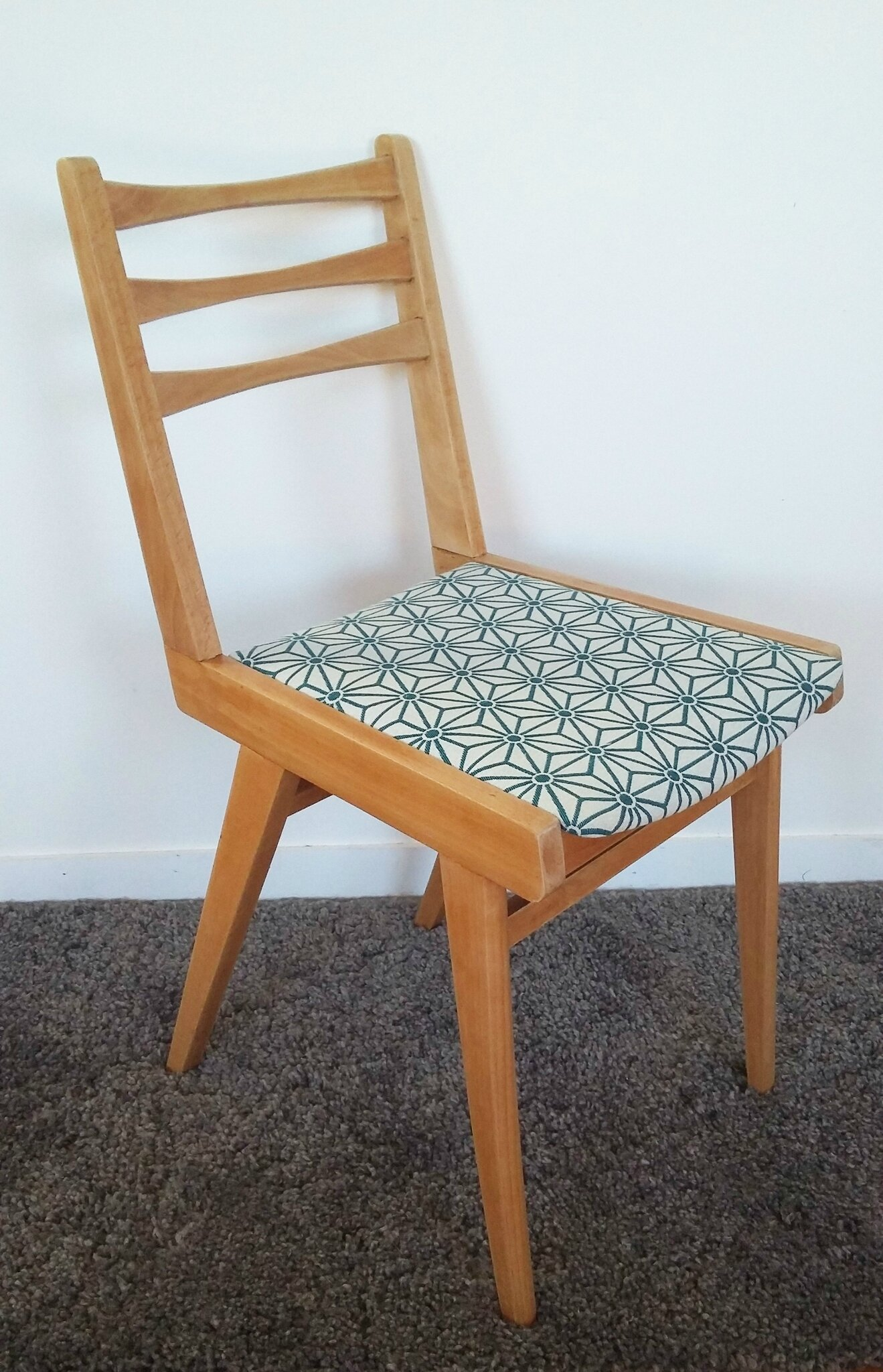 Chaise vintage style scandinave tissus graphique