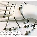 Parure <b>bijoux</b> mode rétro tendance baroque, perles blanches nacrées et chaine <b>laiton</b>