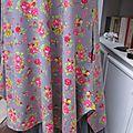 Robe EUPHRASIE en coton gris imprimé fleur et oiseaux rose vert et jaune (3)