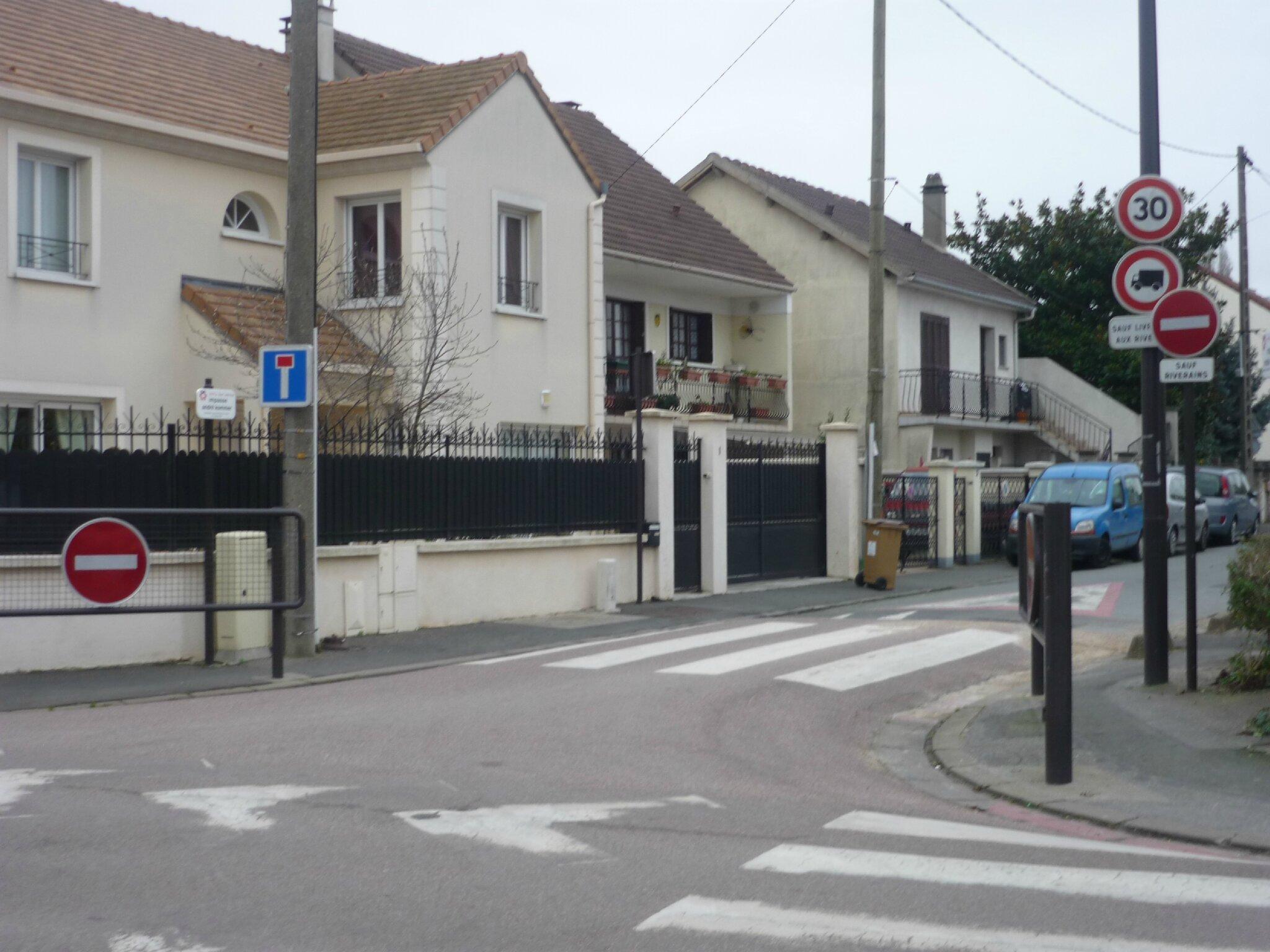 Les voies d' une résidence SEMISE relevant du domaine privé ou public ?