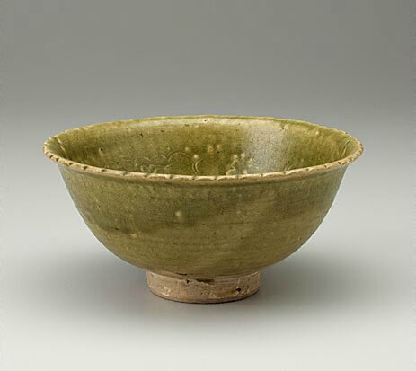 Annamese stoneware bowl with green glaze, Hanoi, Viet Nam, mid 15th century-late 15th century, 8.5 x 18.2 cm diam. Gift of Mr J.H. Myrtle 1986. 88.1986. Art Gallery of NewSouth Wales, Sydney (C) Art Gallery of NewSouth Wales, Sydney