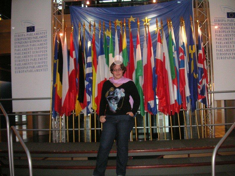 Moi devant les drapeaux