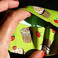 Des cupcakes ... des pois ... du vert ... 2 étuis à mouchoirs !