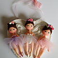 Petites danseuses sur cadre coeur en bois
