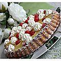 Tarte génoise, crème pâtissière, ananas, cerises et chantilly........