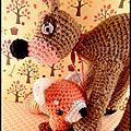 Le petit renard roux et son copain le faon