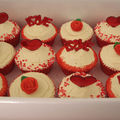 love%20cupcakes%20in%20box%20copy