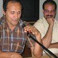 محمد فري أثناء القراءة وبجانبه عبد الرحيم العطري