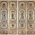 Suite de quatre portes en bois mouluré de trois réserves dorées sur fond argent. venise, xviiie siècle.