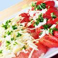 Salade estivale aux parfums d'alsace : gruyère, cervelas & tomates