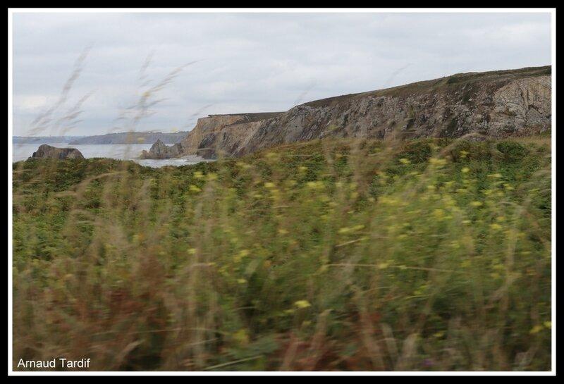001027 Plomodiern - Presqu'Ile de Crozon - La Pointe du Gouin vue de la Pointe du Toulinguet blog 2