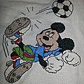 Mickey joue au foot pour alexis en 2013 au point de croix