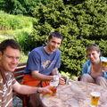 GG, Bret et Katka autour de pilsner tchèques et de Kofola, un faux Coke qui date de l'époque communiste.