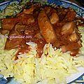 Riz au safran avec sépia en sauce rouge