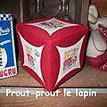 Un cube pique-épingles et aiguilles cube origami