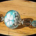Collier blanc, fleurs bleues et blanches triples