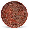 Rare plat en laque rouge, <b>dynastie</b> <b>Yuan</b> (<b>1279</b>-<b>1368</b>)