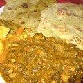 Curry de poulet aux épinards et chapati aux avocats: le plein de légumes !