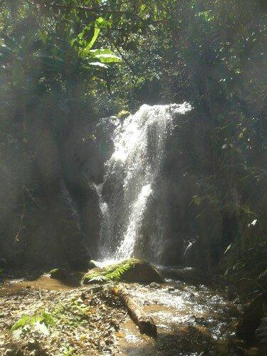 Sur le trek, chute d'eau