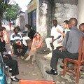 Réunion à l'ATA (Atelier de Théâtre Action) - N'djili, chez José Diabanza avec un autre groupe de jeunes de Namur présent à N'djili