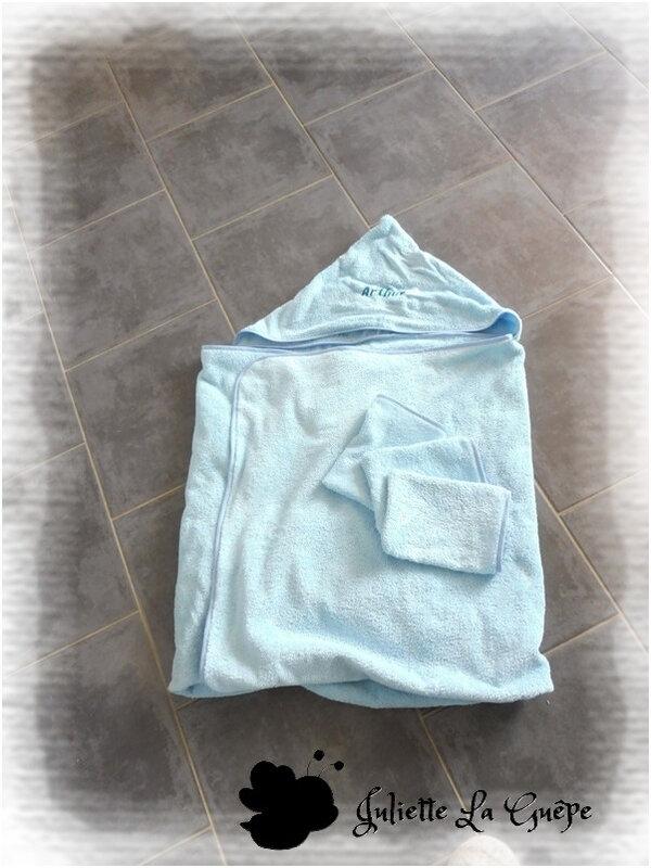 Cape de bain bleu broderie Arthur7