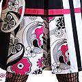 Robe trapèze de Style Sixties Géométrique Asymétrique Noire/ Blanche Chic 70's à imprimé Fleurs Rose Fuchsia