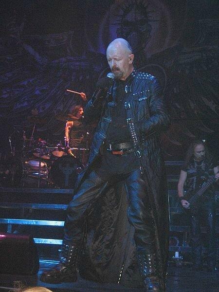 450px-Judas_Priest_Retribution_2005_Tour_Rob_Halford2