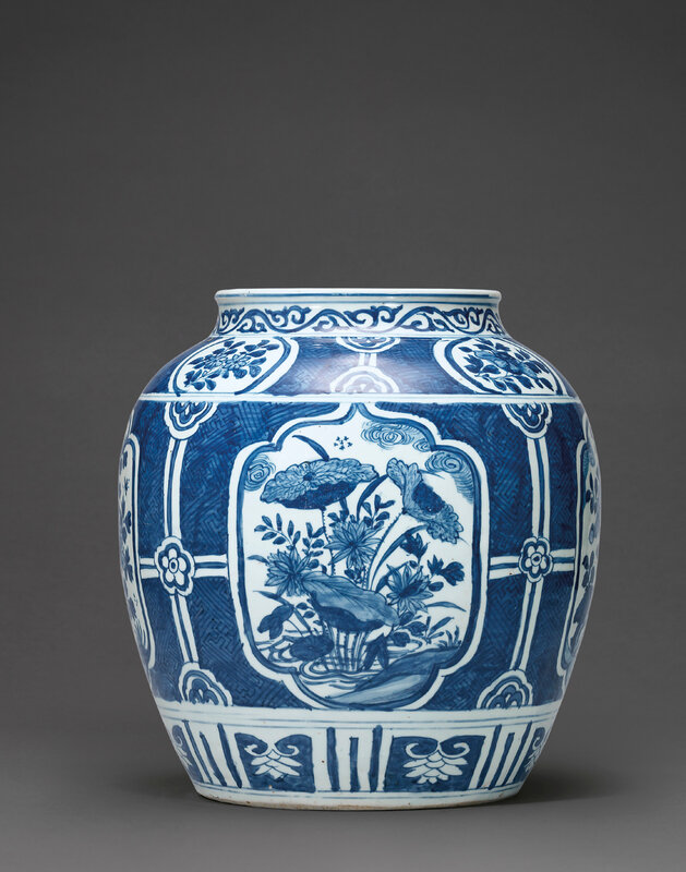 A large blue and white jar, Wanli period (1573-1619)