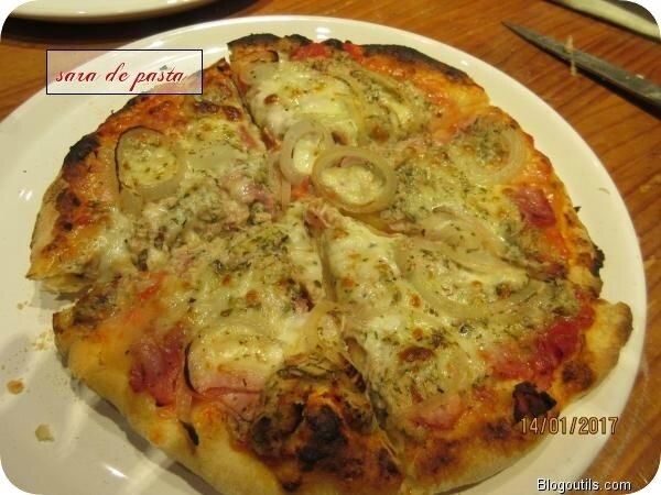 Pizza au thon.