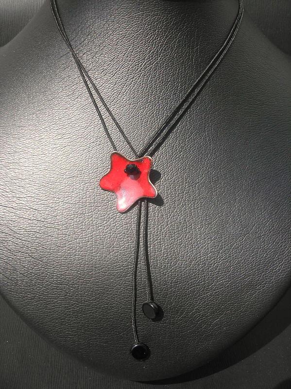 Ras-de-cou à birde et motif étoile