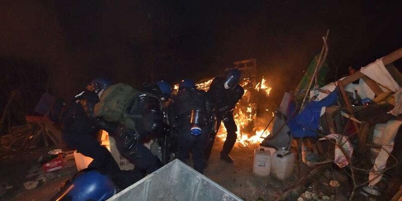 500-gendarmes-ont-deloge-la-quarantaine-d-opposants-au-petit-matin