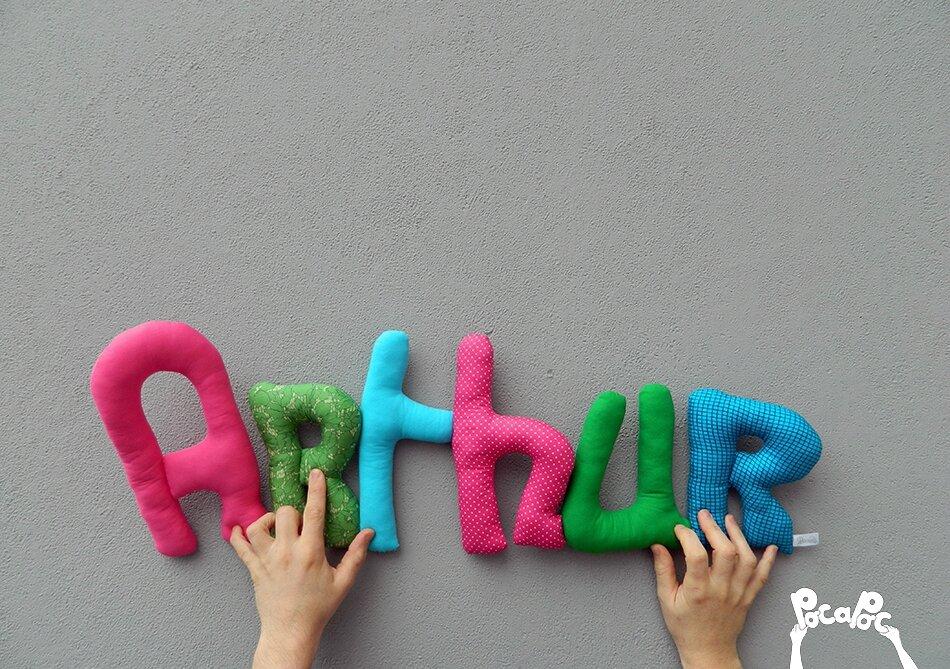 arthur mot en tissu,mot decoratif,cadeau de naissance,decoration chambre d'enfant,cadeau personnalise,cadeau original,poc a poc blog