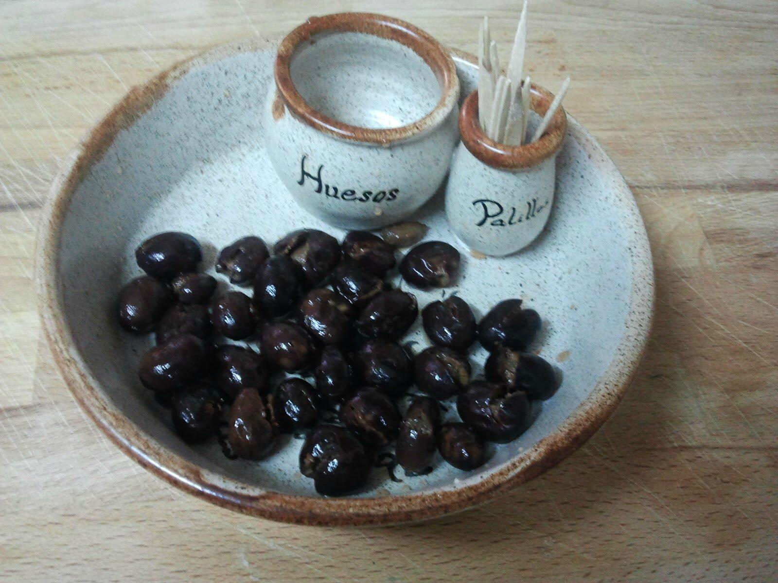 Olives noires fendues en saumure