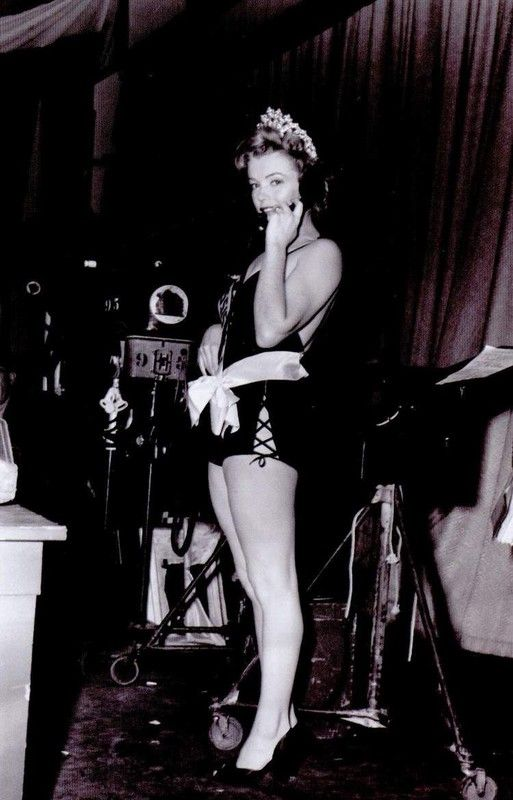 1952-we_re_not_married-set-1