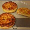 Tartelettes soufflées au jambon et au fromage.