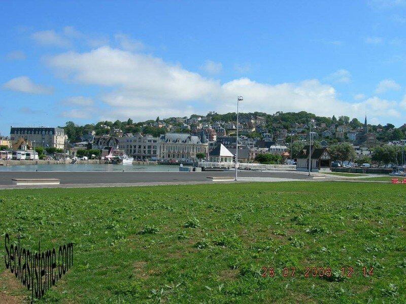 A037-Trouville vue du côté de Deauville port
