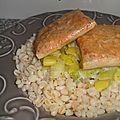 Ebly aux poireaux & croustillants de saumon au miel