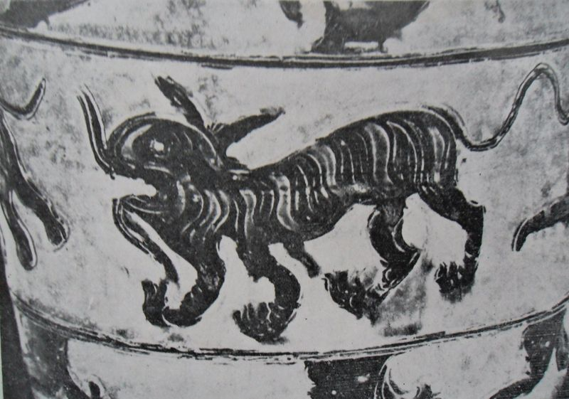 Détail Tigre sur l'urne du Temple de la Littérature, céramique à décor incisé et peint en oxyde de fer, 12e-13e s