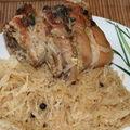 Jarret de porc braisé aux baies de genièvre sur lit de choucroute