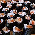 Nouilles au soja et poulet, rouleaux de crevettes au gingembre & maki au saumon