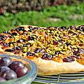 Tarte au pain sucrée raisins frais et romarin ou schacciata des vendanges d'alba pezone